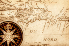 Kompaß auf alter Karte Lizenzfreies Stockbild