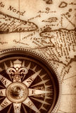 Kompaß auf alter Karte Lizenzfreie Stockbilder