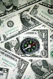 Kompaß auf Bargeld Stockbilder