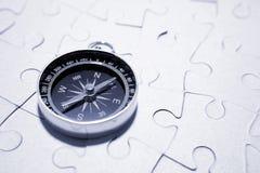Kompaß auf Puzzlespiel Stockfoto