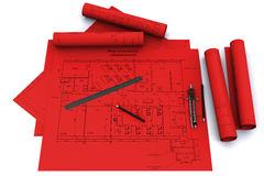 Kompaß, Tabellierprogramm und Bleistift auf roten Architekturdrachmen Lizenzfreie Stockfotos