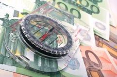 Kompaß und Euro Stockfotos