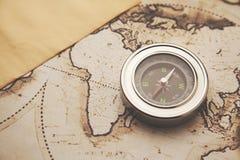 Kompaß und Karte Stockbild