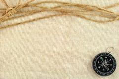 Kompaß und Seil stockfotografie