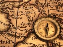 Kompaß und Ancent Karte von Frankreich Lizenzfreie Stockbilder