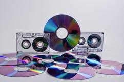 Kompakte Kassetten und CDs DVD. stockbilder