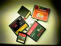Kompakter Blitz und Sd-codierte Karten Stockfotografie