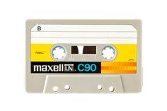 Kompaktes Audiocassete MAXELL lokalisiert auf weißem Hintergrund Lizenzfreie Stockbilder