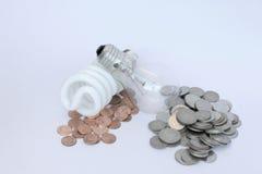 Kompaktes Leuchtstoff energiesparendes Geld Stockfoto