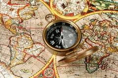 Kompas & oude wereld Royalty-vrije Stock Foto's