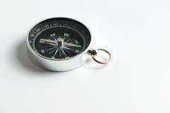 Kompas dat op witte achtergrond wordt geïsoleerd Stock Afbeeldingen