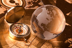Kompas en bol Stock Foto