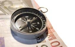 Kompas en euro op wit Stock Foto's