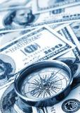 Kompas en geld stock fotografie