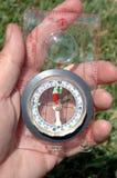 Kompas en hand Stock Afbeeldingen