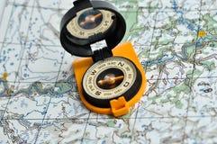 Kompas en kaart. Stock Afbeelding