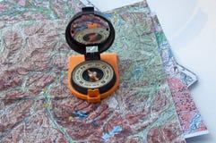 Kompas en kaart. Stock Afbeeldingen