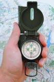 Kompas en kaart Stock Foto's