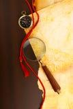 Kompas en meer magnifier Stock Afbeelding