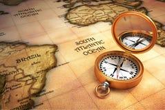 Kompas en oude kaart Royalty-vrije Stock Afbeeldingen