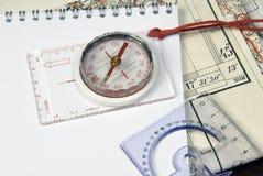 Kompas en oude kaarten Royalty-vrije Stock Foto's