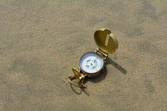 Kompas en zand Royalty-vrije Stock Afbeelding