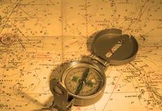 Kompas en zeevaartkaart Royalty-vrije Stock Foto's
