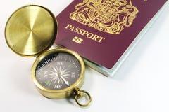 Kompas met Brits Paspoort Royalty-vrije Stock Foto's