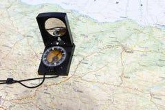 Kompas na mapie Obrazy Royalty Free