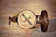 Kompas na nowożytnej mapie Obrazy Royalty Free