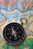 Kompas op aardrijkskundekaart Stock Foto