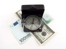 Kompas op geld Royalty-vrije Stock Afbeeldingen