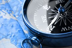 Kompas op kaartachtergrond Royalty-vrije Stock Fotografie