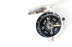 Kompas op witte achtergrond wordt geïsoleerd die Royalty-vrije Stock Foto's