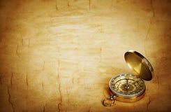 Kompass auf altem Papier der Weinlese stockfoto