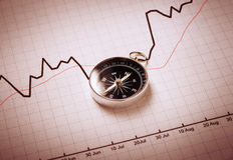 Kompass auf Finanzdiagramm Lizenzfreies Stockfoto