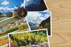 Kompass auf Unschärfenaturphotographie des populären touristischen Bestimmungsortes im Herbsthintergrund, reisendes Konzept China Stockbilder