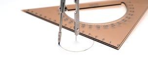 Kompass, der einen Kreis zeichnet Lizenzfreie Stockfotos