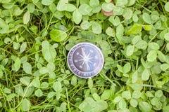 Kompass i bästa sikt för gräs Royaltyfri Foto