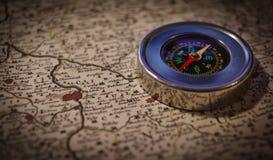 Kompass och översikt royaltyfri fotografi