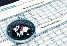 Kompass och finansiell rapport Arkivfoton