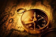 Kompass på den forntida översikten av det karibiskt royaltyfri fotografi