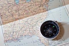 Kompass på en världskarta Arkivfoton