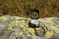 Kompass på stenen Royaltyfri Foto