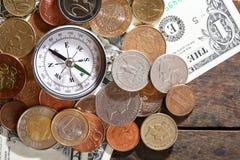 Kompass på pengar Arkivfoton