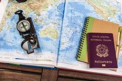 Kompass-, Pass- und Blockanmerkungen über Karte Stockfoto
