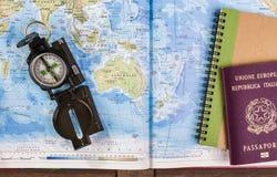 Kompass-, Pass- und Blockanmerkungen über Karte Stockbild