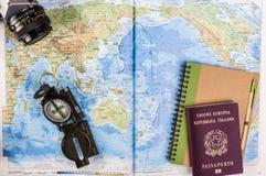 Kompass-, Pass- und Blockanmerkungen über Karte Lizenzfreies Stockfoto