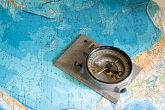 Kompass und Karte Lizenzfreies Stockfoto