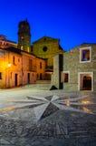 Kompasset steg i en fyrkant i en by i Calabria Fotografering för Bildbyråer